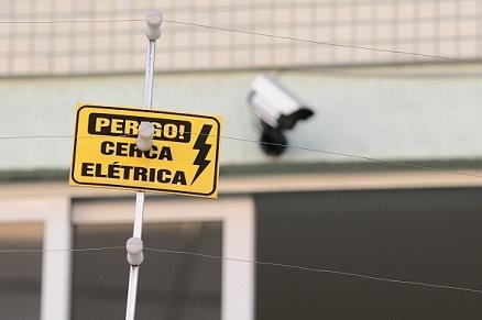 Serviço de instalação e configuração de cerca elétrica residencial